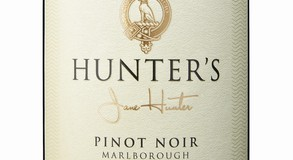 Image: uploads/2020_06/Close_-_Hunters_-_Pinot_Noir_-_NV.jpg
